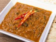 Лесен сос за спагети с пилешко бонфиле, къри и праз лук